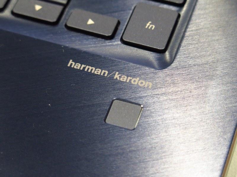 パームレストには指紋センサーを搭載