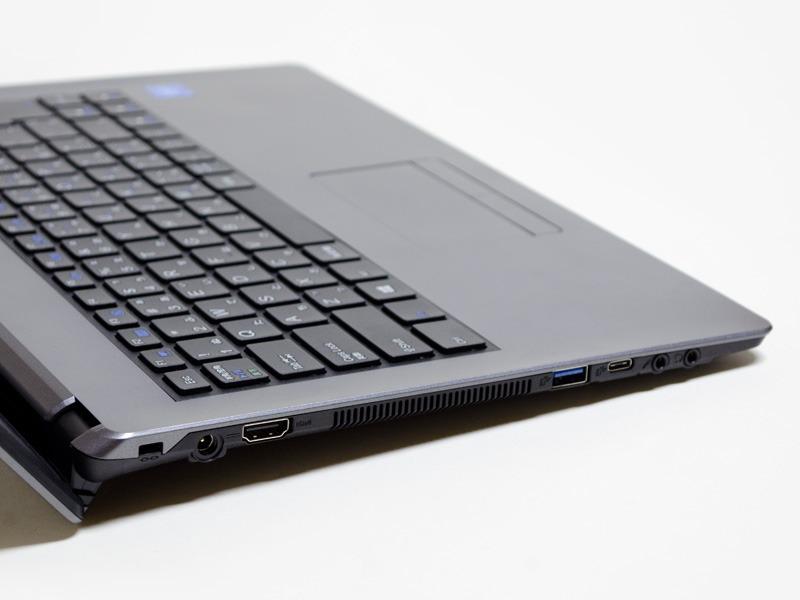 左側面はロックポート、HDMI、USB 3.0、USB 3.0 Type-C、音声入出力