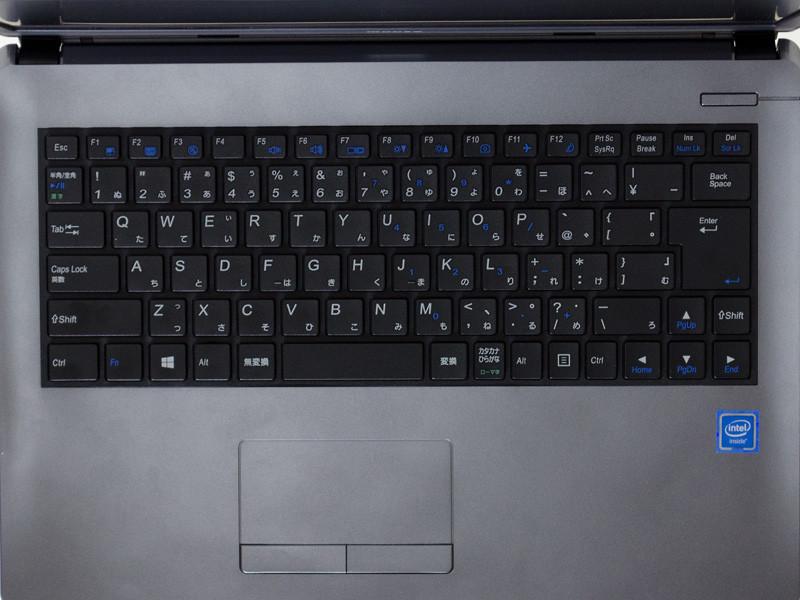 キーボードはアイソレーションタイプでテンキーなしの87キー日本語キーボード。タッチパッドのボタンは2ボタン式
