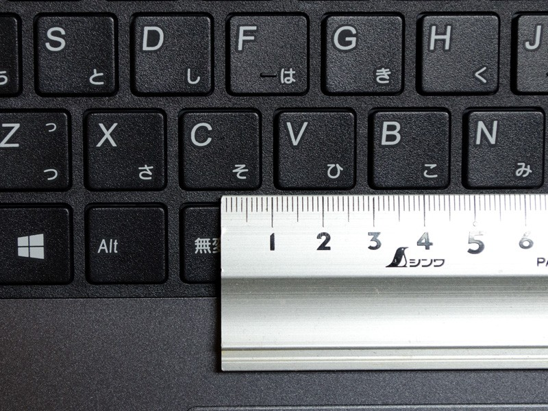 キーピッチは実測で約19mm(仕様上は約18.75mm)