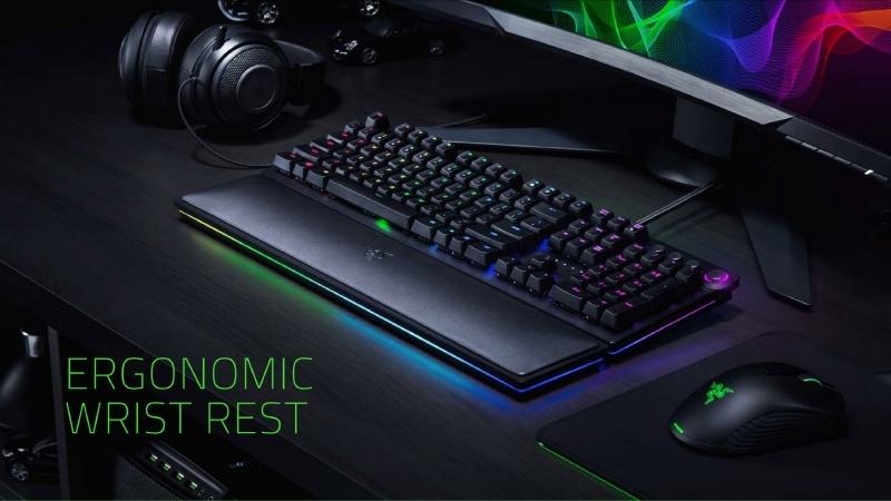 もう1つが「エルゴノミックリストレスト」。着脱可能なリストレストで、周囲にはRGB LEDが搭載されており、キーボードと同期して光る
