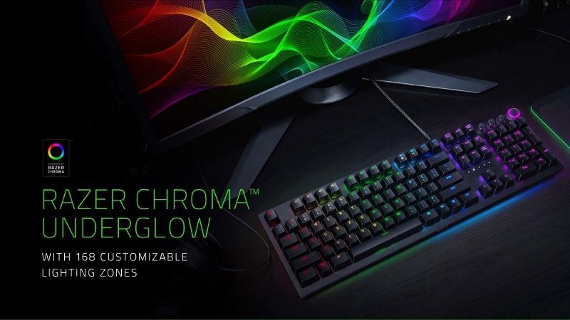 Razer Chroma Underglowにより、キーボードの周りも照らされる