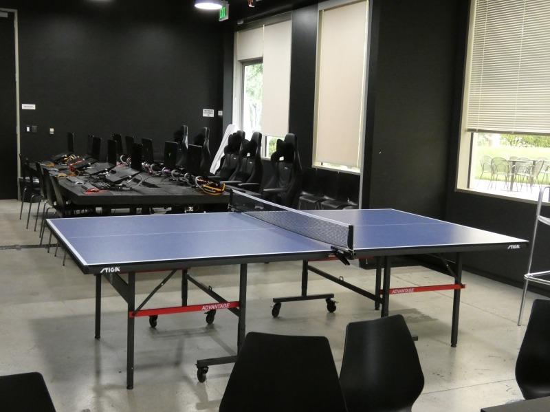 社内のリラクゼーションスペースには、卓球台も用意されていた