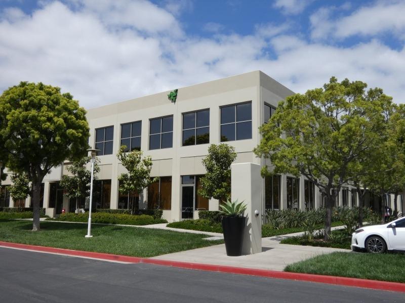 カリフォルニア州アーバインにあるRazer米国オフィスの外観