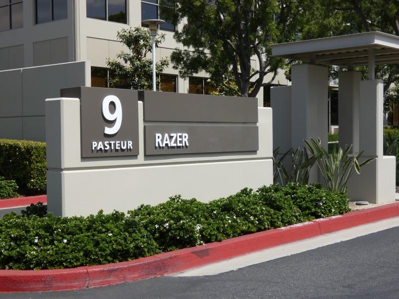 この建物は2階建てなのだが、1階にRazerが入っており、2階は今のところ空いているという