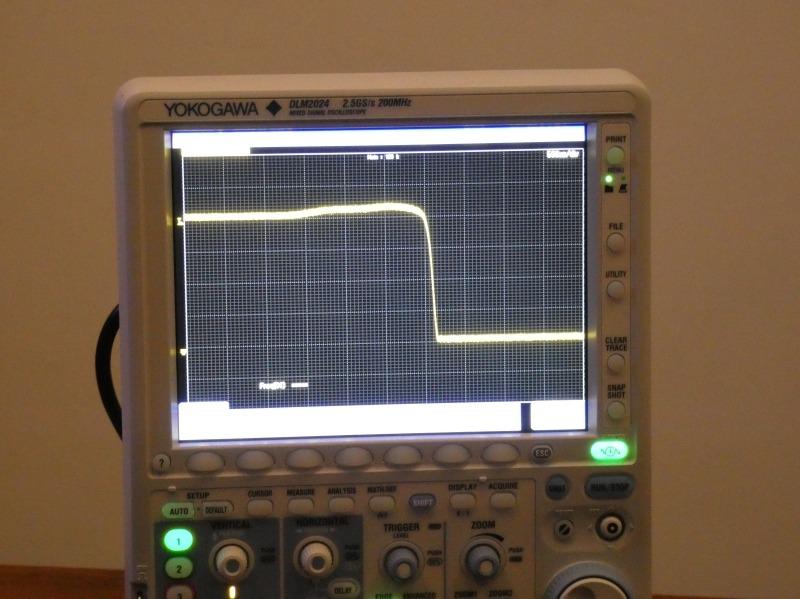 Razerが新たに開発したオプトメカニカルスイッチでは、チャタリングが生じず、1から0へ素早く切り替わる