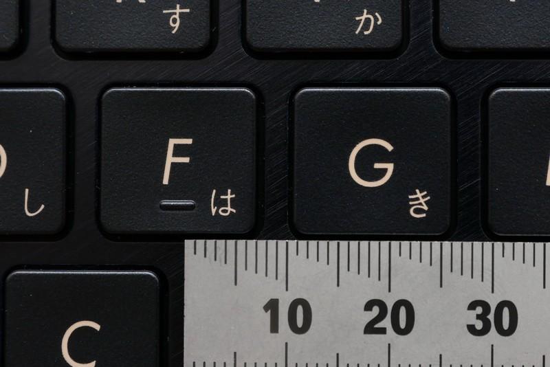 主要キーのキーピッチは約19mmフルピッチを確保しており、ゆったりとタイピング可能だ