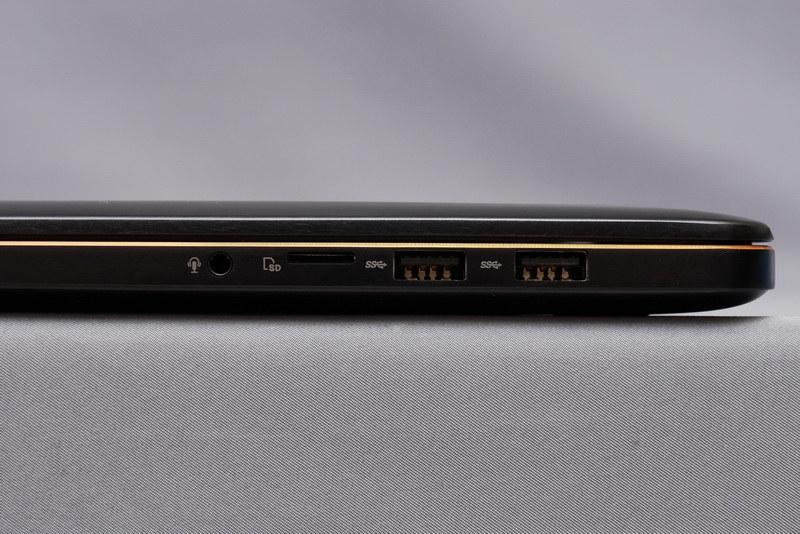 右側面には、オーディオジャック、microSDカードスロット、USB 3.1 Gen2×2を配置