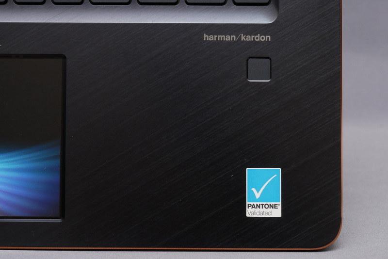 右パームレストに指紋認証センサーを配置