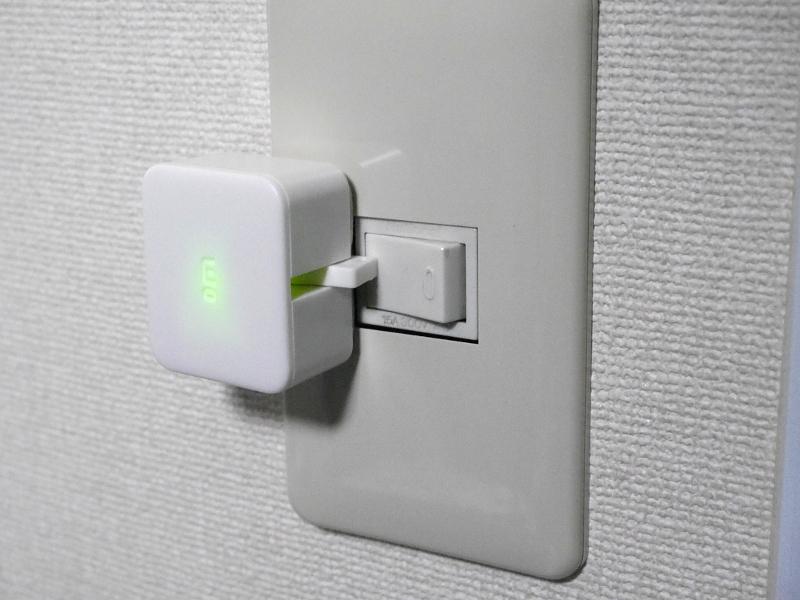 スマートフォンからの遠隔操作でスイッチをオフにできる。動作時は上面のLEDが点灯する