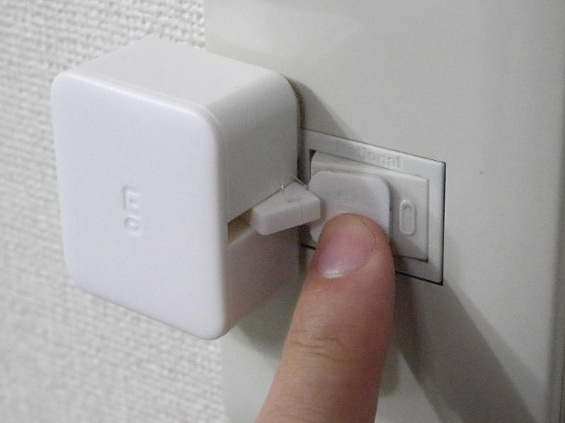 スイッチに覆いかぶさる構造ではないので、本製品を取り付けた状態でも手動での操作に支障はない。ただし、左右どちらに取り付けるかは、事前に検討したほうが良さそうだ