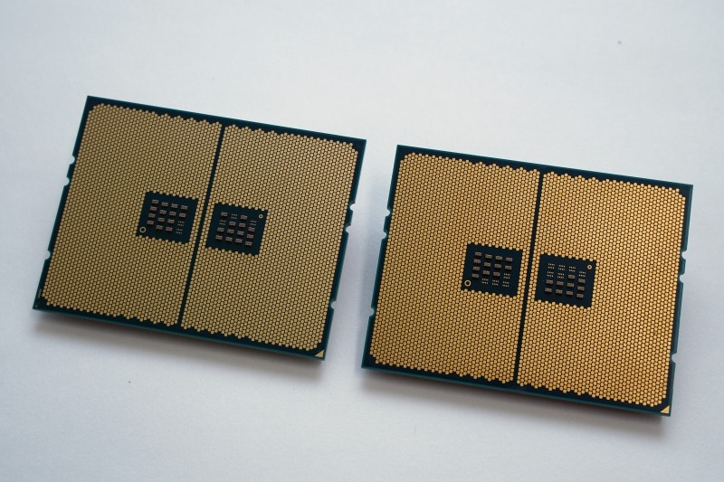 2990WX(左)と第1世代の1950X