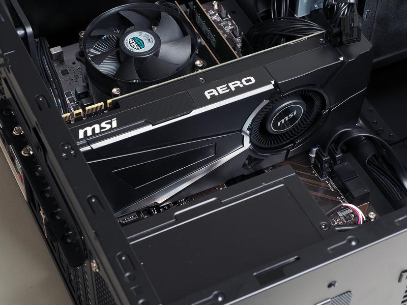 後部にファンを置くリファレンスデザイン準拠のGeForce GTX 1070 Ti搭載ビデオカード