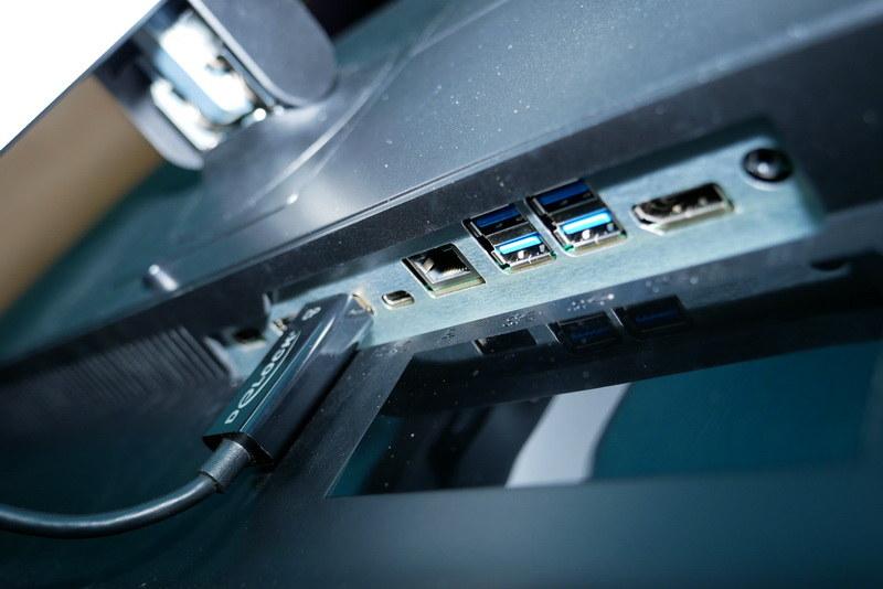 接続端子部分。こちらもUSB Type-C接続に対応している