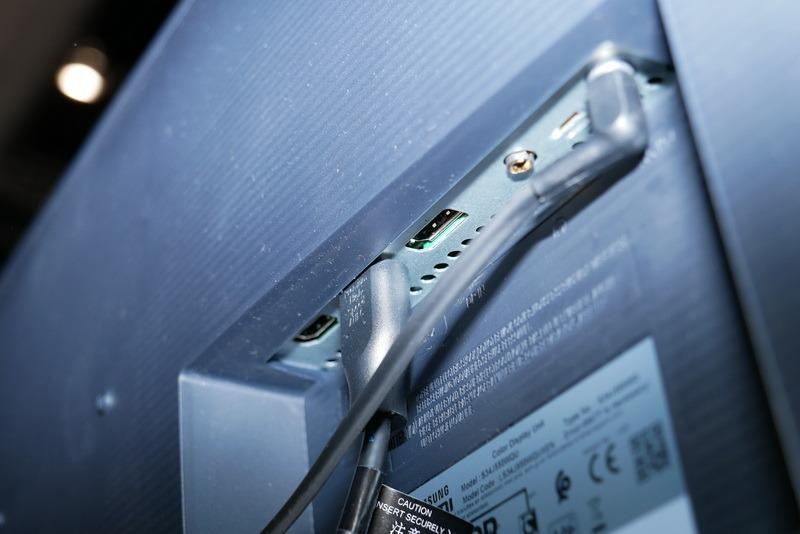 映像入力はHDMI 2.0、HDMI 1.4、DisplayPort 1.2の3系統を用意