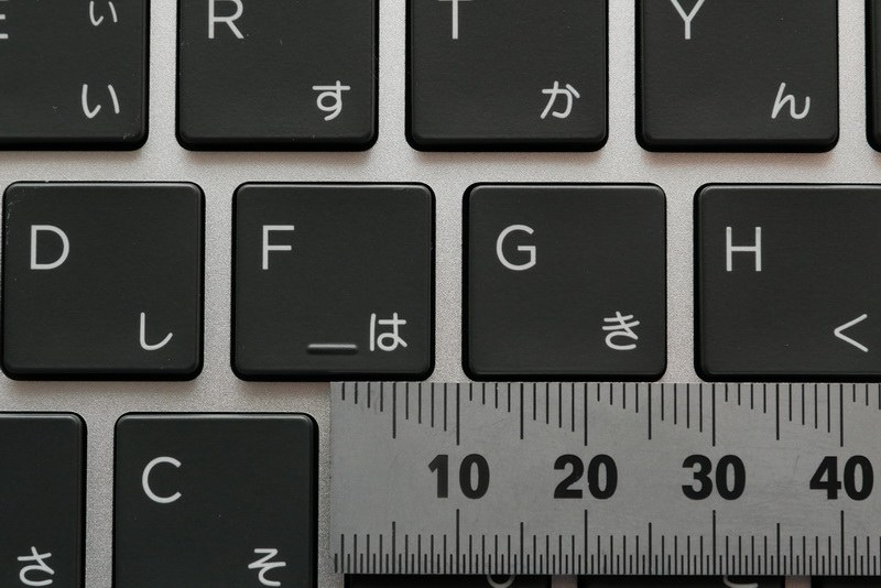 主要キーのキーピッチは約18.7mm