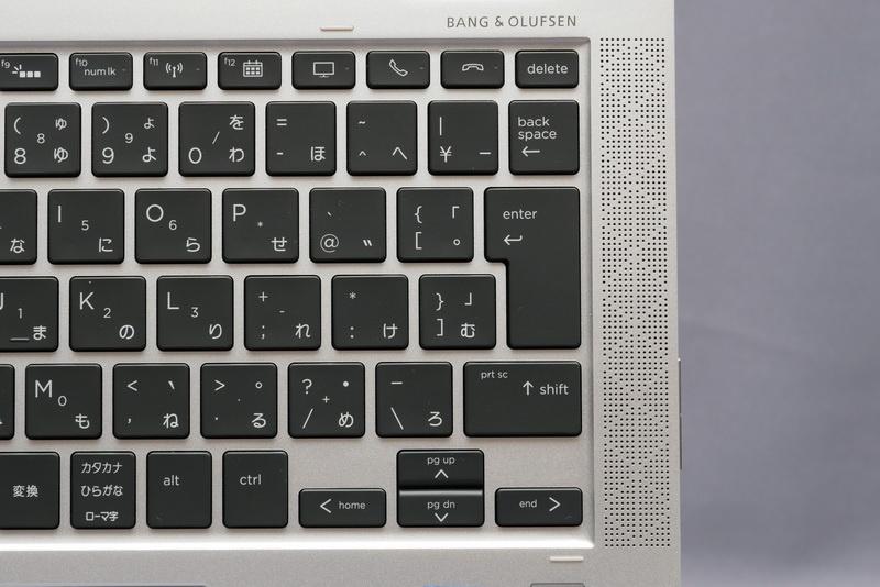 キーボード左右には、Bang & Olufsenブランドのステレオスピーカーを搭載