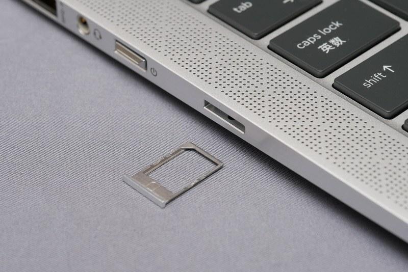 電源ボタン横にワイヤレスWAN用のNano SIMカードスロットを用意
