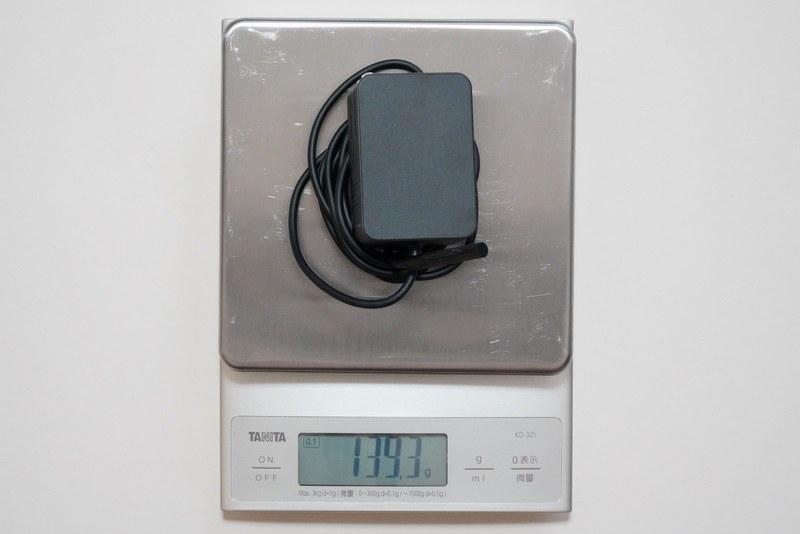 24W電源アダプタの実測重量は約139.3g