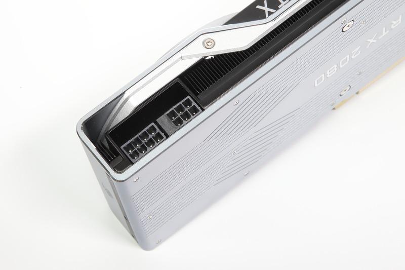 GeForce RTX 2080の補助電源コネクタ。8ピン+6ピンを備えており、最大300Wの電力を供給可能