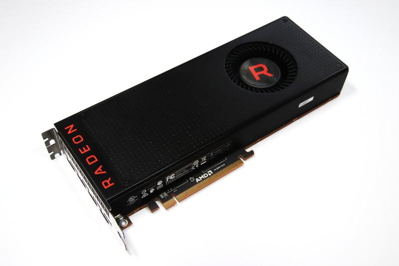 Radeon RX Vega 64のリファレンスモデル。テスト時は標準のプライマリBIOSで動作させている
