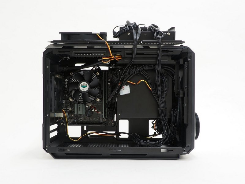 マザーボードベースは跳ね上げ式に開くことができる