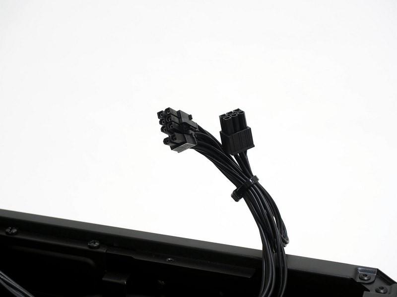 電源はATXサイズでケーブル直付け。PCI Express補助電源コネクタは6+2ピンと6ピン