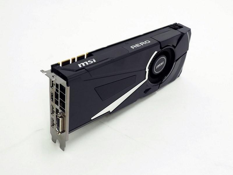 ビデオカードはGeForce GTX 1070 Tiを搭載したリファレンスデザインに近いクーラーのもの