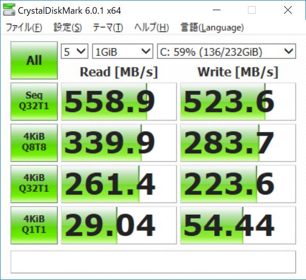 CドライブはSATA 3.0接続のSSD。CrystalDiskMarkでは500MB/s台半ばのシーケンシャルリード/ライト
