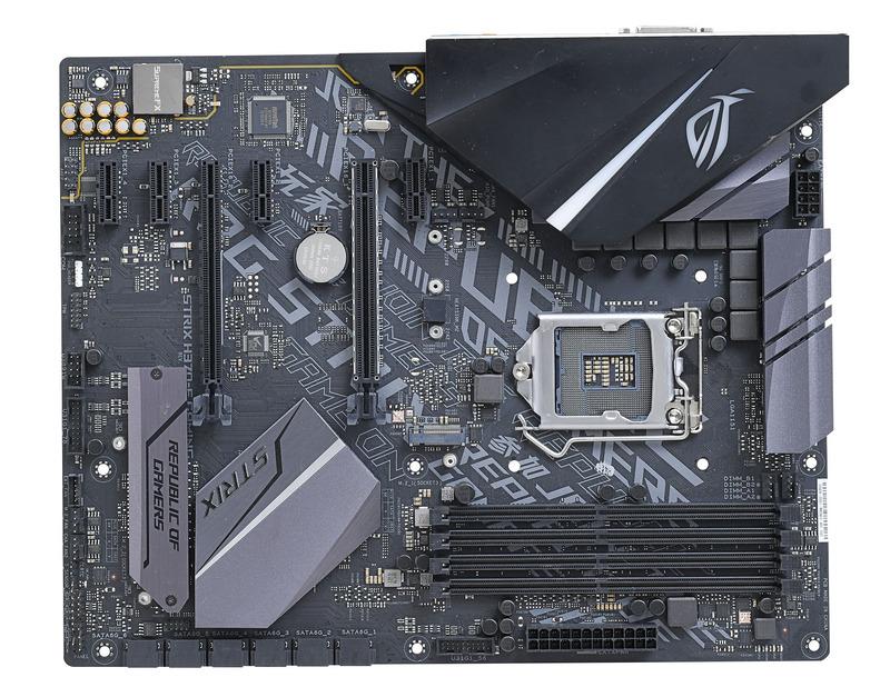 ASUSTeK Computer ROG STRIX H370-F GAMING。サイバーテキストパターンをプリントしたクールな基板が印象的なH370マザー。M.2ヒートシンク、Type-CとType-A両方のUSB 3.1ポートも搭載と、低価格でトレンドを満喫できる