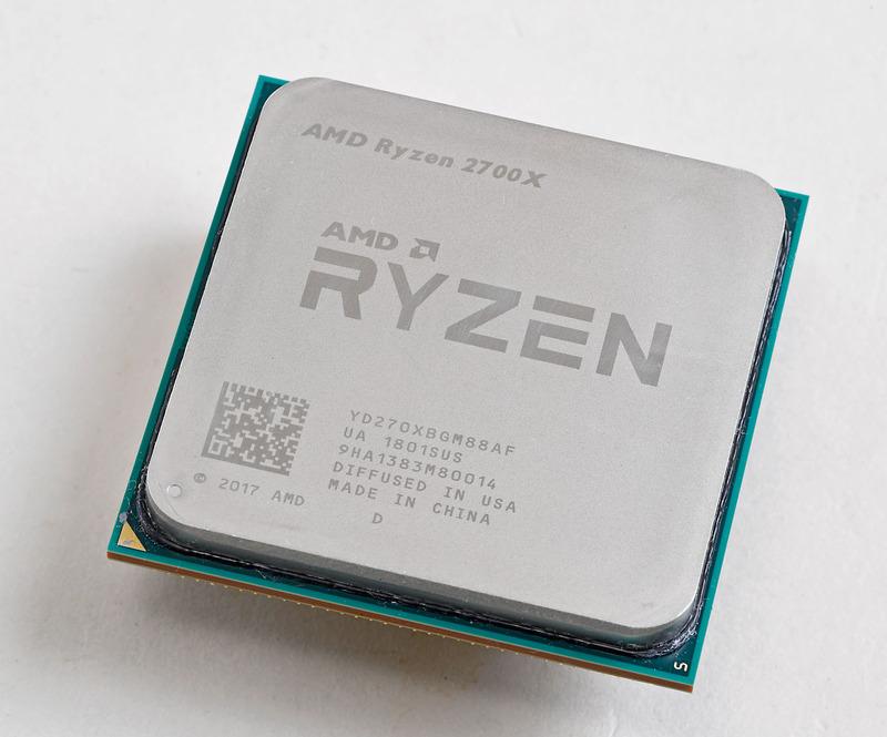 Advanced Micro Devices Ryzen 7 2700X 8コア/16スレッドで動作クロックはベースで3.7GHz、ブースト時で4.3GHzまで上昇する。TDPは105W。メモリはDDR4-2933までの対応だ。初代Ryzenからシングルスレッド性能とキャッシュ速度が向上した
