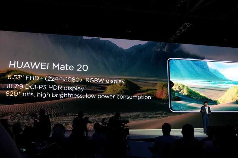 Mate 20は1,080×2,244ドット表示対応の6.53型液晶を採用。超高輝度でHDR表示もサポートする
