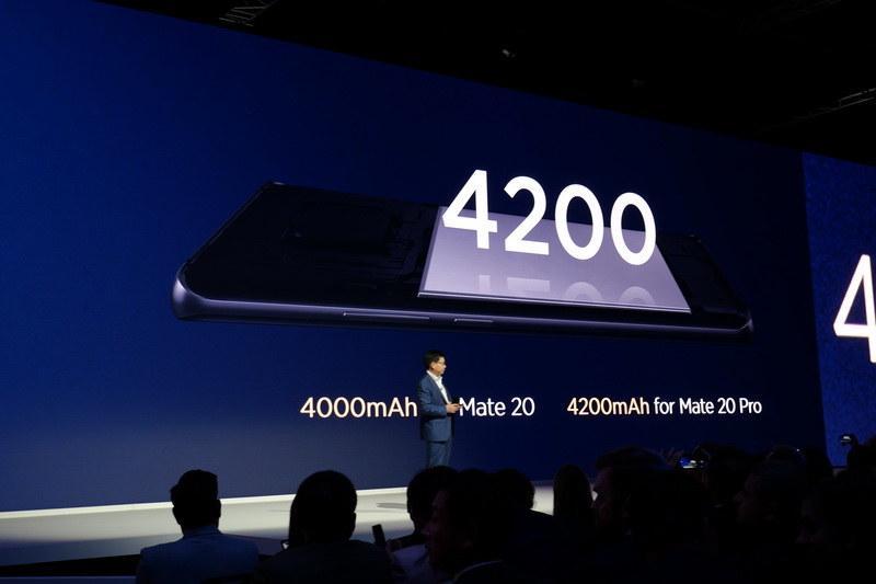 バッテリ容量は、Mate 20が4,000mAh、Mate 20 Proが4,200mAhと大容量