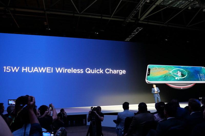 Qi準拠、最大15Wのワイヤレス充電にも対応