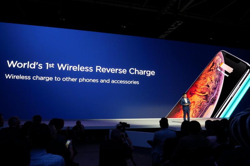 Mate 20/20 Proから他のスマートフォンをワイヤレス充電できる「Reverse Charge」機能も搭載