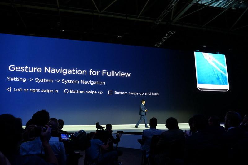 ナビゲーションボタンの動作を画面側面からのスワイプインで実現するGesture Navigation機能を搭載