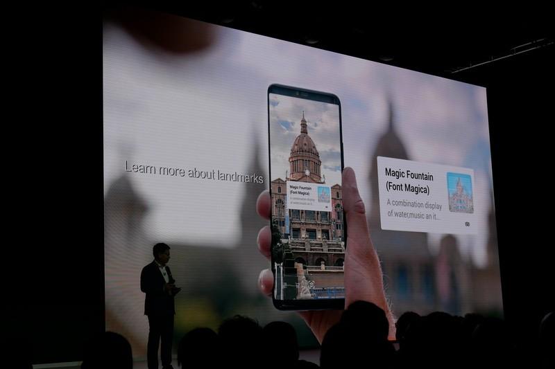 このほか、カメラで建物や物体などを捉えると、その被写体の情報を検索して表示する「HiVision to Discover」機能