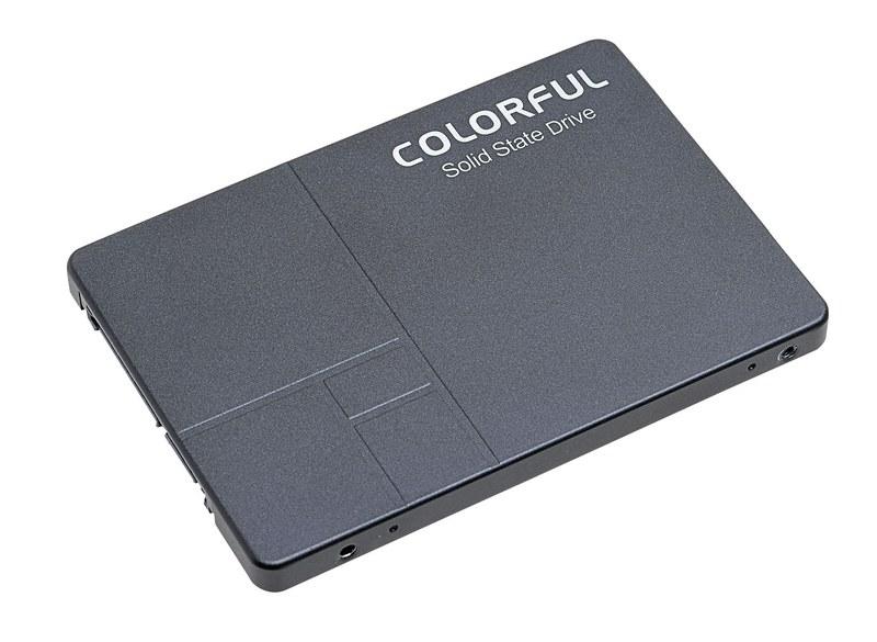 Colorful Technology Colorful Series SL500 480G。1万円で買える480GBのSSD。480GBあれば頻繁に遊ぶゲームをSSD側に入れられる