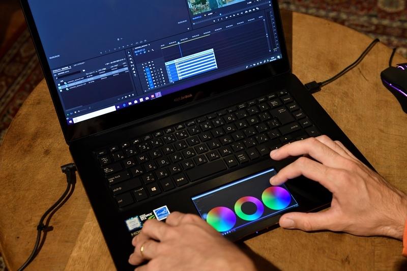 ZenBook Pro 15のScreenPadの用途をいくつか試してもらったところ、カラーホイールの操作にうってつけということがわかった