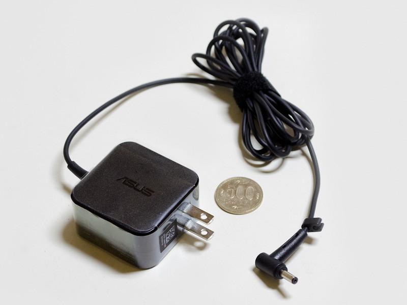 ACアダプタのサイズは約50×50×25mm(幅×奥行き×高さ)、重量133g、出力19V/2.37A