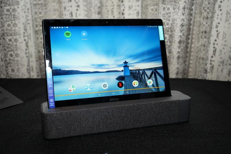 Lenovo Smart Tab。こちらは上位モデルの「Lenovo Smart Tab P10」