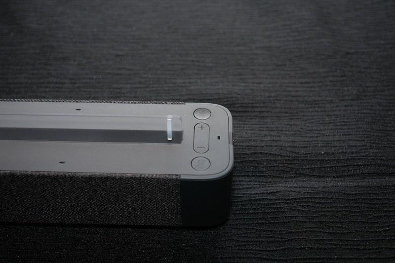 Lenovo Smart Dockには、Alexa操作用のミュートボタンやボリュームボタンを用意