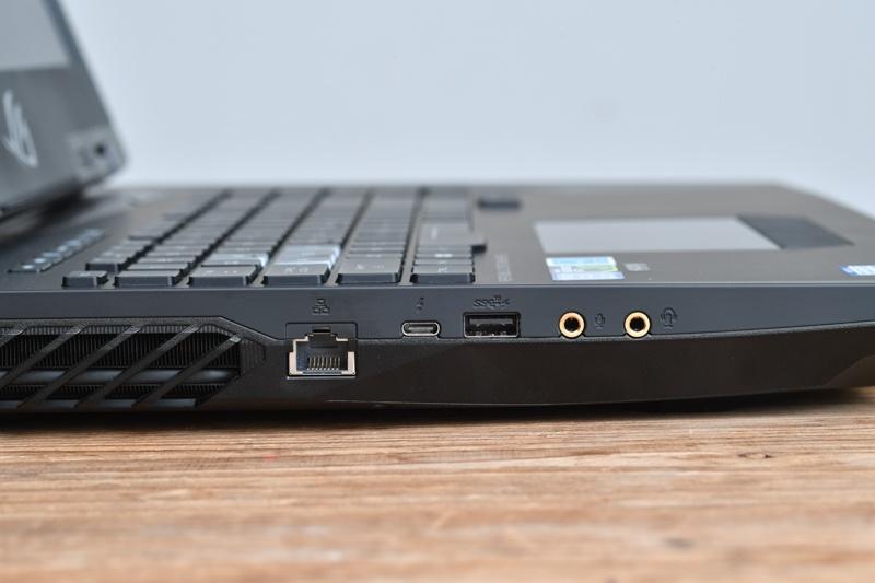 Ethernet、Thunderbolt 3、USB 3.1、音声入出力を装備