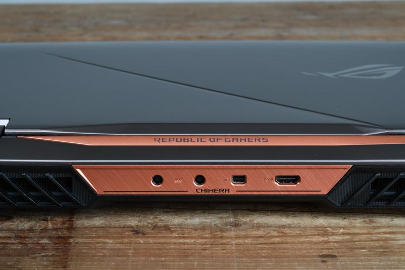 背面に電源×2、Mini DisplayPort、HDMIを装備