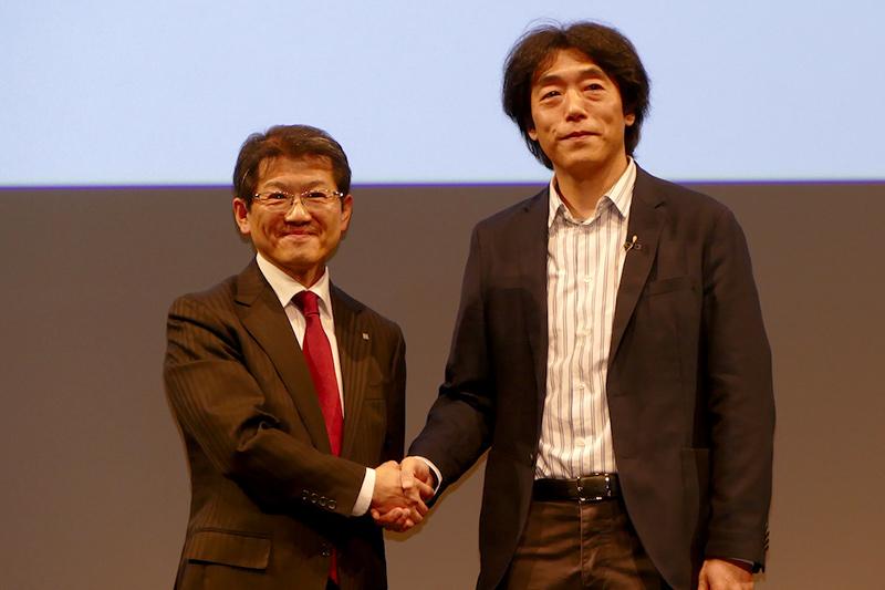 セコム株式会社執行役員 企画担当の上田理氏(左)とソニー川西氏(右)