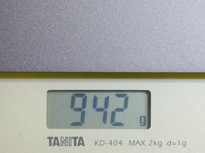重量は実測で約942g
