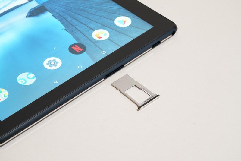 最大256GBのmicroSDカードを増設可能