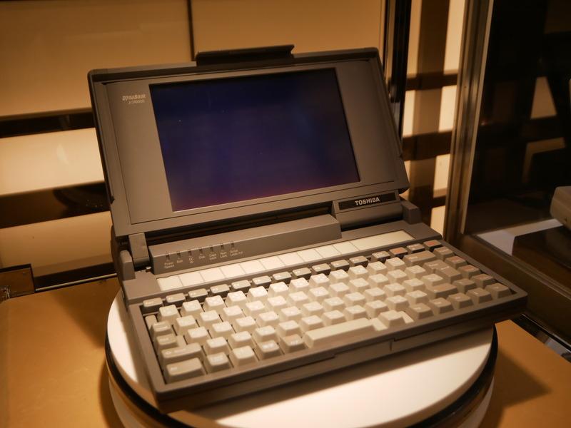 1989年に発売された世界初のノートPC「J-3100SS」