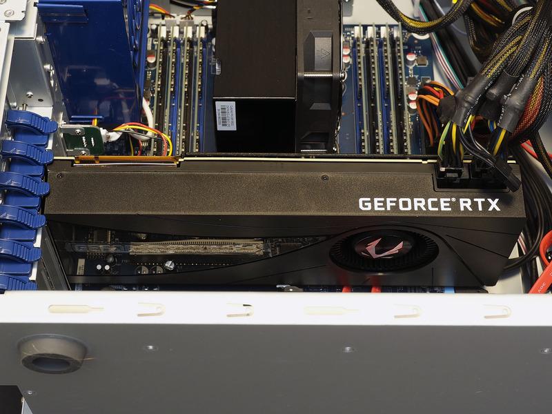 GeForce RTX 2080を搭載する構成では、伝統的な後方排気モデルが採用されていた