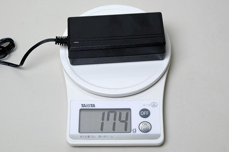 ACアダプタ重量は174g